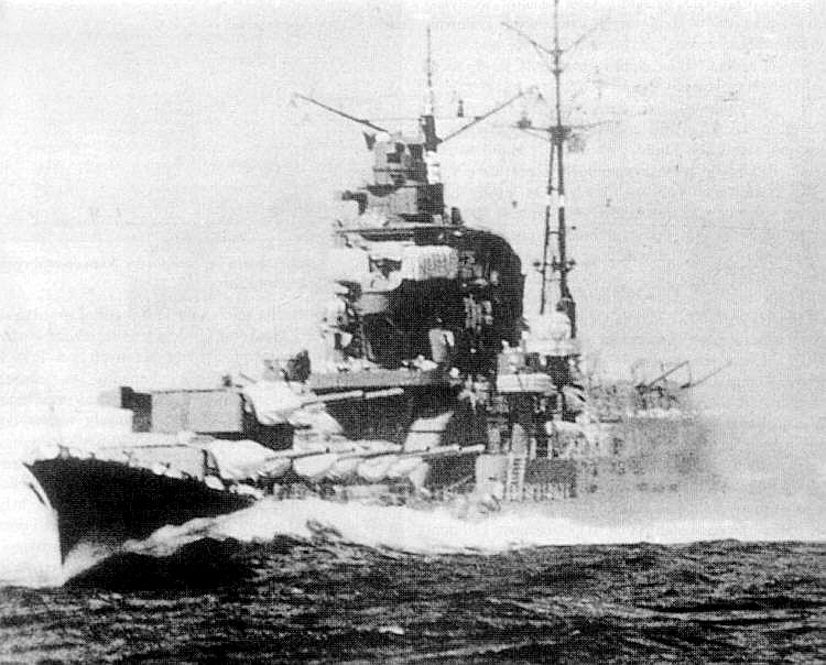 Impressive view of the Japanese Heavy Cruiser Chikuma