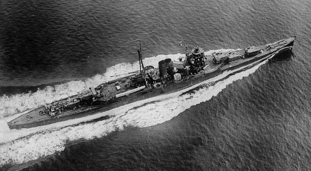 Cruiser Suzuya in 1935 during sea trials.
