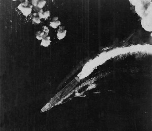 Hiryū circling to avoid a B-17 attack on the morning of 4 June