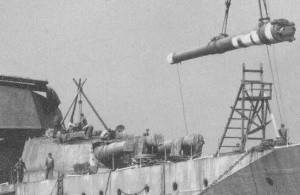 A 14-inch gun being installed aboard Haruna, October 1914