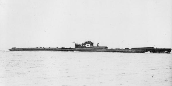 I-58(II), modified B type 2 of submarine of the Imperial Japanese Navy, on trial run inside the Tokyo Bay.
